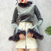 Елегантна дамска блуза с разкроени ръкави и пух