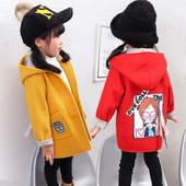 Есенно-зимно палто с качулка за момичета с апликация на гърба в червен и жълт цвят