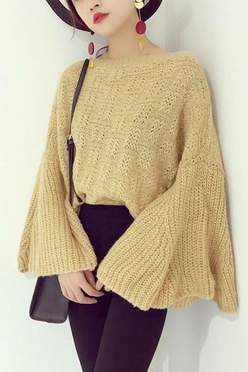 Плетен дамски пулвер в свободен стил с разкроени ръкави