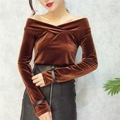 Стилна дамска блуза от плюш с голи рамене
