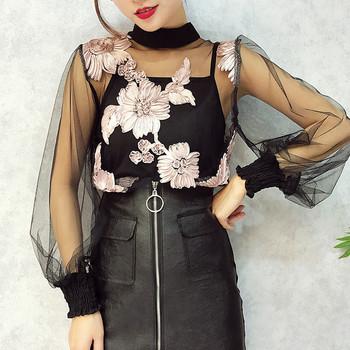 Елегантна дамска прозрачна блуза с поло яка и флорална бродерия