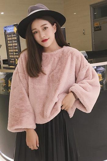 Плюшен широк дамски пуловер в бял и розов цвят