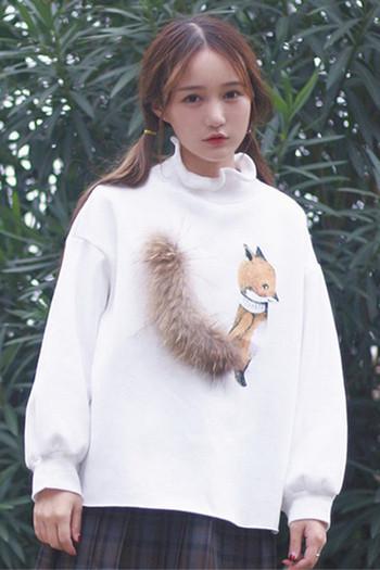 Стилен дамски пуловер в широк модел с изображение и пух