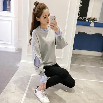 Спортно-елегантен дамски пуловер с пришита риза в бял и сив цвят