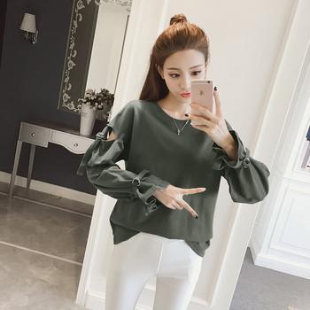 Изчистен ежедневен пуловер с О-образна яка с декоративни коланчета на ръкавите в два цвята