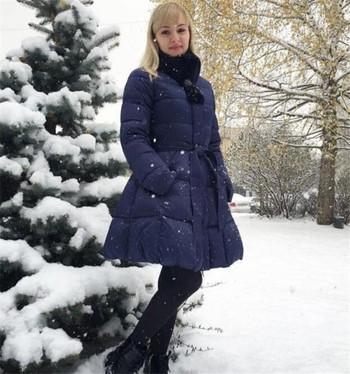 Χειμερινό γυναικείο μπουφάν σε κομμένα σχέδια με ζώνη