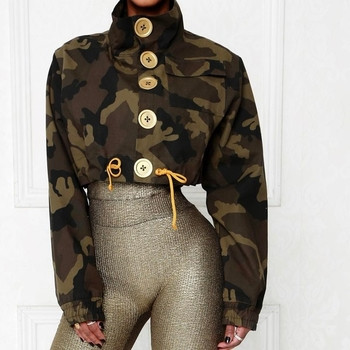 Скъсено тънко дамско яке с копчета и висока яка в камуфлажен цвят