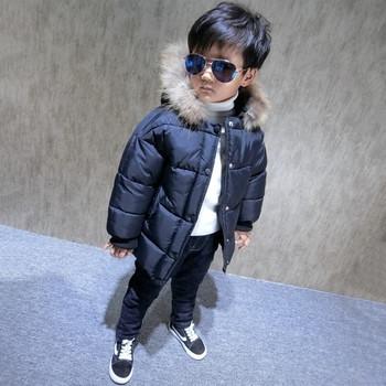 Спортно-елегантно детско мъжко яке в широк модел с копчета и качулка с обемен пух в два цвята