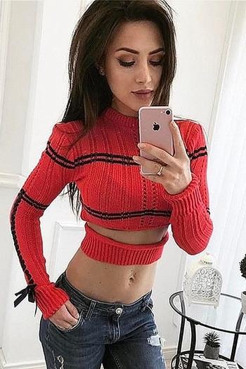 Интересен дамски пуловер - скъсен