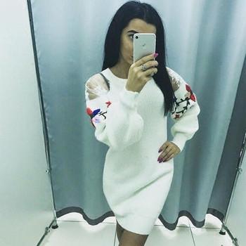 Дамски дълъг пуловер с О-образна яка , шарена бродерия и дълги ръкави