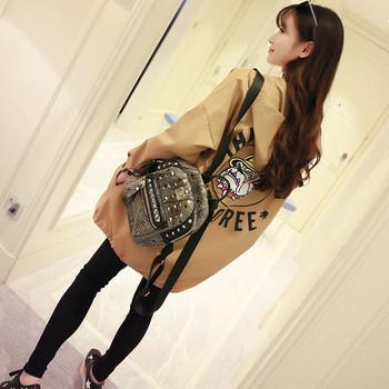 Спортно дамско ватирано яке с качулка с апликация на гърба - два модела