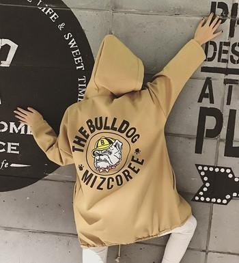 Αθλητικό μάλλινο μπουφάν με κουκούλα στο πίσω μέρος