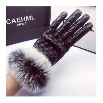 Елегантни дамски ръкавици с естествен косъм от заек