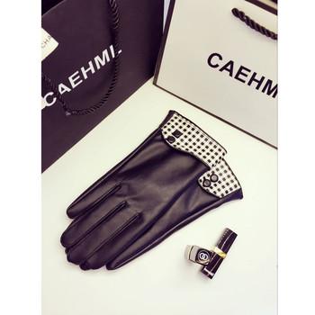 Дамски ръкавици в черен цвят с декорация
