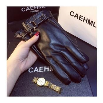 Дамски ръкавици в черен цвят с каишка