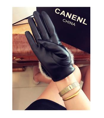 Дамски бохемски ръкавици за зимата в черен цвят с естествен косъм от заек