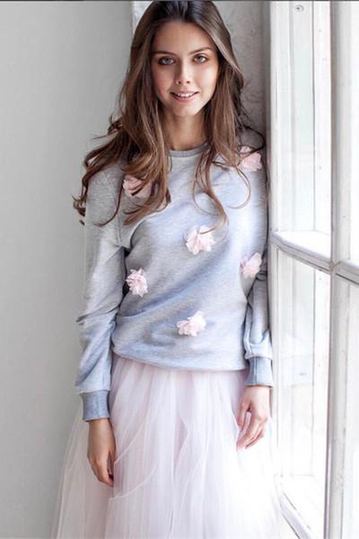 Σπορ-κομψή κυρία μπλούζα με 3D ψευδώνυμα λουλούδια σε γκρι και ροζ χρώμα -  Badu.gr Ο κόσμος στα χέρια σου 974e1e026ad