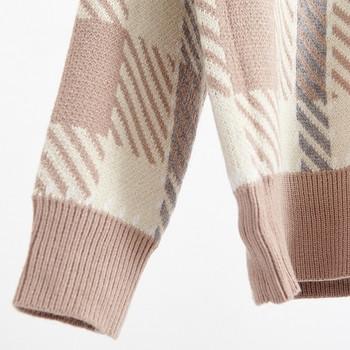 Ежедневен зимни дамски пуловер с V-образно деколте, на каре