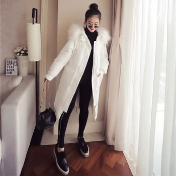 Модерно дамско дълго зимно яке с джобове и пухена качулка
