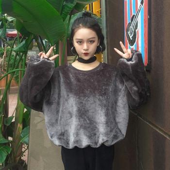 Дамски пуловер с О-образно деколте, в широк модел