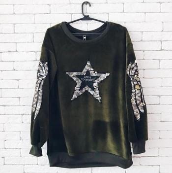Дълъг плюшен дамски пуловер с декорация и надпис