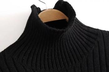 Зимен дамски пуловер с поло яка в черен цвят