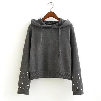 Дамски семпъл пуловер с качулка и декорация мъниста