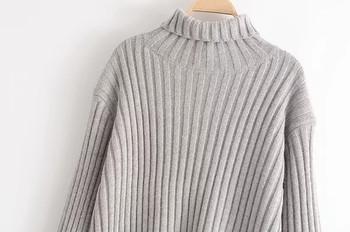 Плетен дамски пуловер с асиметрична дължина и поло яка в сив цвят