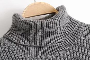 Плетен зимен дамски пуловер с асиметрична дължина и поло яка