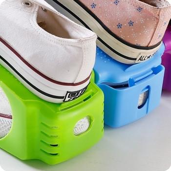 Удобна,пркатична и незаемаща място поставка за обувки