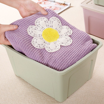 Големи пластмасови кутии за съхранение на дрехи и други домашни пособия