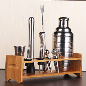 Страхотния подарък за един мъж - комплект за правене на шейкове и изискани коктейли