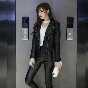 Стилно дамско яке от еко кожа със странично закопчаване в черен цвят