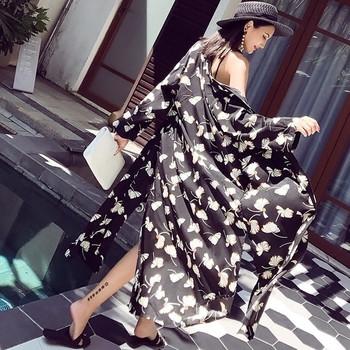 Дамско лятно яке с дълъг ракав в черно с флорални мотиви