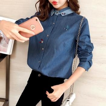 602cb1b4c08b Γυναικείο τζιν πουκάμισο με μακριά μανίκια και έγχρωμο κέντημα ...