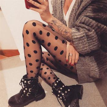Дамски чорапогащник в черен цвят на точки
