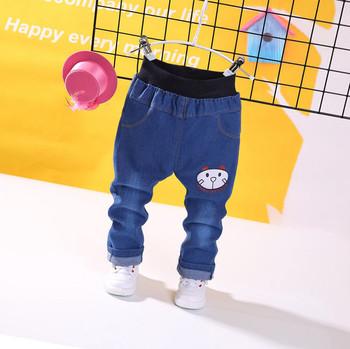 Παιδικά τζιν με μια πολύχρωμη εκτύπωση κατάλληλη για αγόρια και κορίτσια f73eaf33b8c
