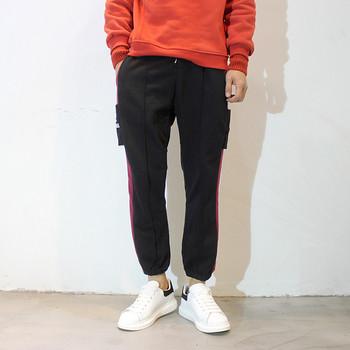 Мъжки спортен панталон с цветни кантове и с джобове