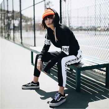 Актуален спортен дамски панталон в черен цвят с надпис