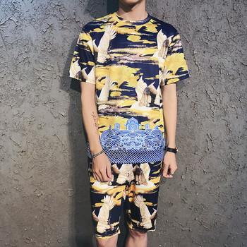 Небрежен мъжки комплект от две части с цветен принт - блуза с къс ръкав и къс панталон