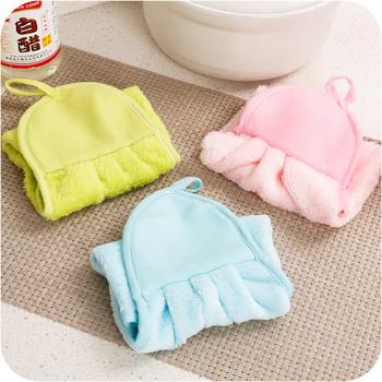 Много удобна,мека и лесна за закачане кърпа за ръце