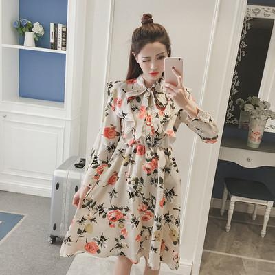 24ba0af81d2 Пролетно-есенна дамска рокля с флорални мотиви и панделка - Badu.bg - Светът  в ръцете ти