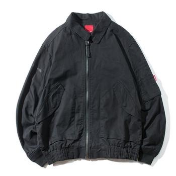 Мъжко лятно яке с качулка и джобове в тъмни цветове