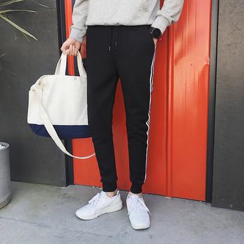 Мъжки анцуг в черен цвят с бял кант и с джобове