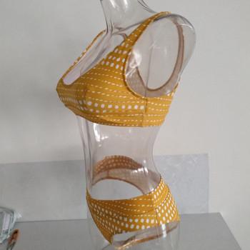 Дамски нански костюм от две части в семпъл модел с принт