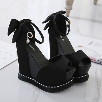 Елегантни дамски сандали на висока платформа с панделка в черен цвят