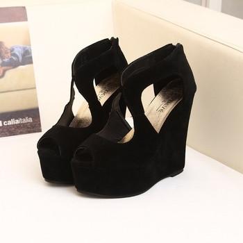 Интересни дамски сандали на висока платформа в черен цвят