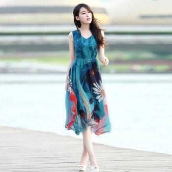Лятна дамска рокля с V-образно деколте и с флорални мотиви