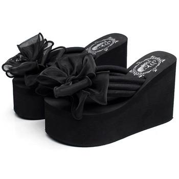 Дамски чехли на платформа през пръсти с панделка