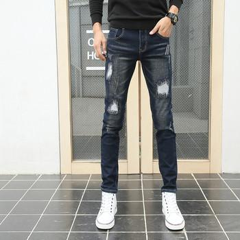 Спортно-елегантни мъжки дънки с кръпки тип slim в тъмен и светъл цвят